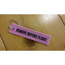 Kľúčenka Remove before flight - ružová obojstranná